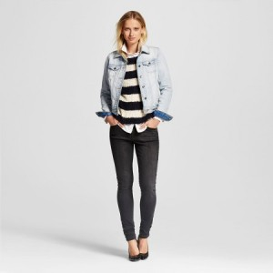 These Women's Black Skinny Jeans can be dressed up or dressed down. They'll quickly become a wardrobe staple.