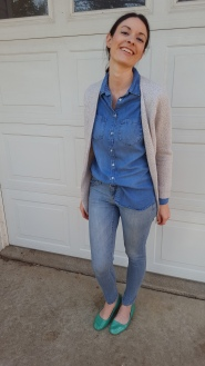 A jean button-up, skinny jeans, and a cardigan are perfect for Fall
