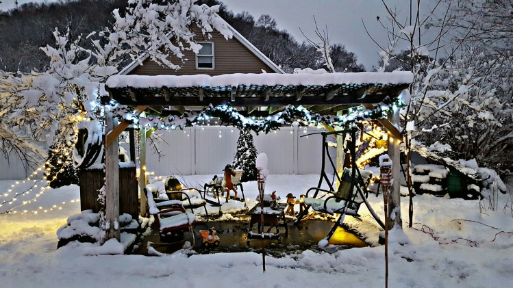 The gazebo in my parent's yard looked so magical after the first snowfall of the season.  We had such a great weekend.