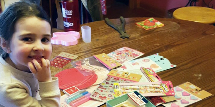 Mondays at Cookie Crumbs is Weekend Recap time! This past weekend my daughter and I went a little crazy at Target's dollar section and got some great stuff for Valentine crafts. Check out what we made!